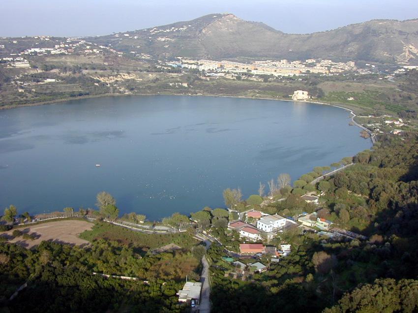 Lago del averno zona libre radio 1 for Lago lucrino
