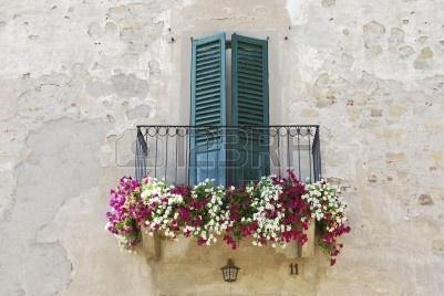 5221654-old-balcon-florido-en-italia