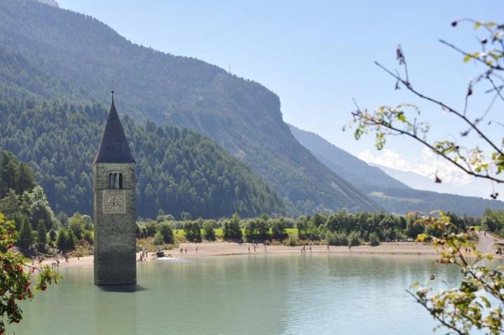El campanario de Curon, Italia (1)