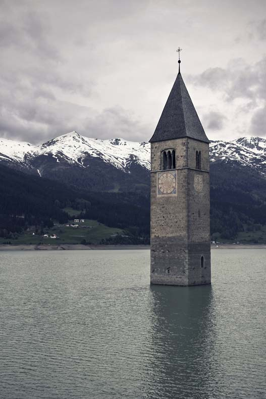 El campanario de Curon, Italiad