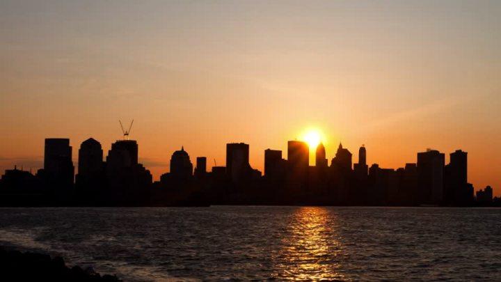 800184439-puesta-del-sol-amanecer-manhattan-skyline-ciudad